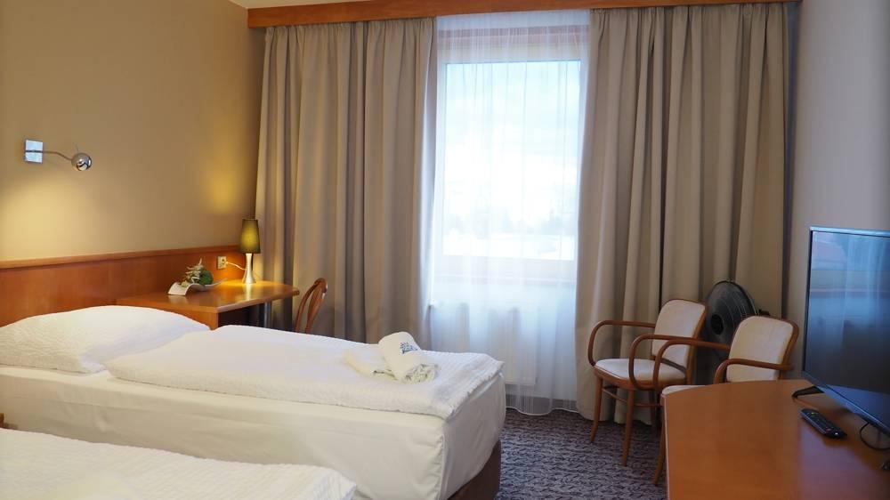 Business double - manželská postel